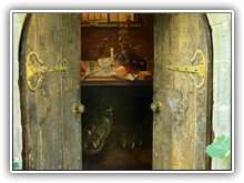 The Herbalists Garden - Trompe l'oiel & rustic  doors